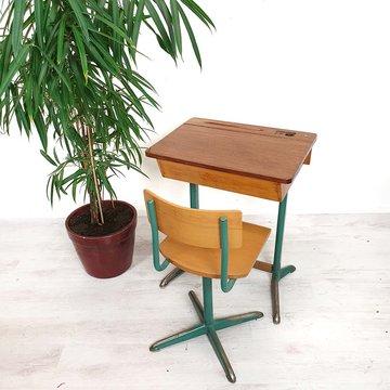Vintage schooltafeltje en stoeltje