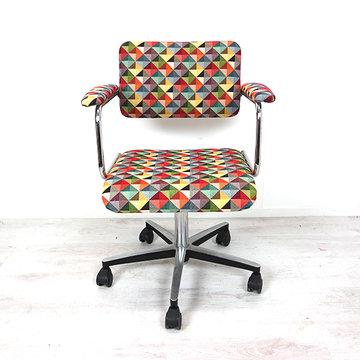 Opnieuw gestoffeerde bureaustoel