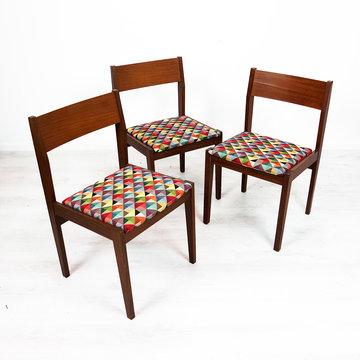 Vintage eetkamerstoelen, opnieuw gestoffeerde zittingen