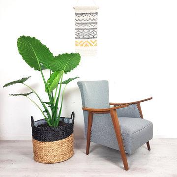Grijze vintage fauteuil, opnieuw gestoffeerd