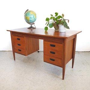 Vintage bureau met zes lades