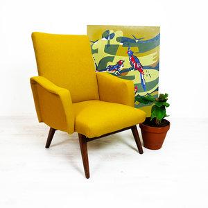 Okergele vintage fauteuil, opnieuw gestoffeerd