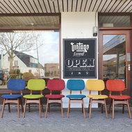 Vintage eetkamerstoelen, gekleurde stof