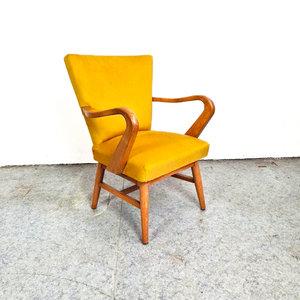Vintage fauteuil, opnieuw gestoffeerd in geel velours